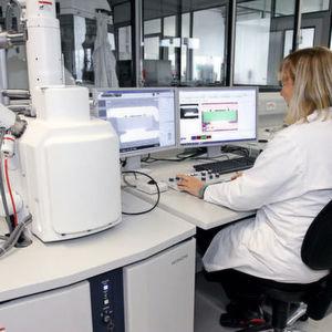 Elektronenmikroskop in der Analyse- und Werkstofftechnik