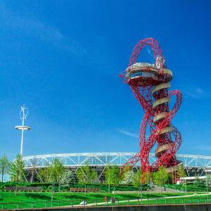 Blechnet trifft ... auf Großbritanniens größtes Kunstwerk mit Riesenrutsche