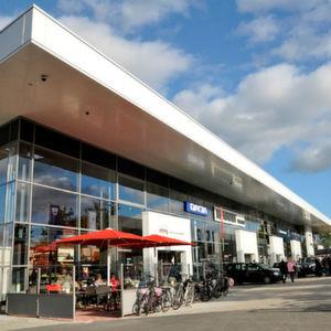 Bleker: Auto-Tempel statt Tankstelle
