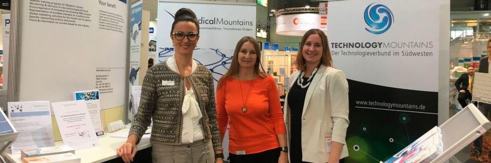 Das Team von Medical Mountains ist mit dem Verlauf der Medica zufrieden: Vorstand Yvonne Glienke mit den Projektleiterinnen Britta Norwat und Julia Steckeler (v.l.n.r.).