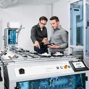 Festo verbindet kontinuierliche und diskrete Produktionswelten in Industrie 4.0
