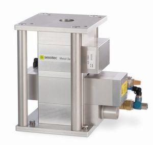 Mit einem Metallseparator des Typs Protector von Sesotec, der 40 mm Durchlassweite hat, können beispielsweise FE-Metallverunreinigungen ab 0,4 mm Durchmesser in Kunststoffgranulat gefunden werden.