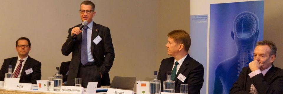 Mit Oberstaatsanwalt Alexander Badle von der Generalstaatsanwaltschaft Frankfurt war ein absoluter Experte im Bereich der Bekämpfung von Vermögensstraftaten und Korruption im Gesundheitswesen auf dem Podium vertreten.