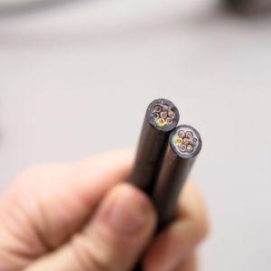Leitungen gegen zu tiefe Schnitte beim Abmanteln schützen