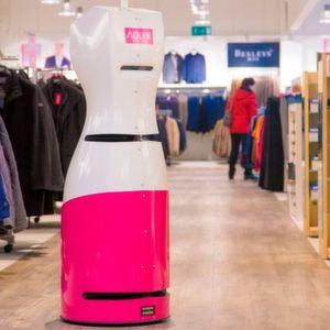 RFID-Inventur-Roboter und Shopping-Assistent Tory feiert bei Adler sein Einjähriges