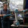 Kollaborierender Roboterarm sorgt für konstante Taktzeiten beim Spritzguss