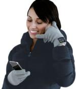 """Im Handschuh Hi-Call von Hi-Fun befindet sich ein Mikrofon im kleinen Finger und ein """"Lautsprecher"""" im Daumen. Die Standby-Zeit berägt zehn Tage und die Sprechzeit 20 Stunden. Erhältlich in grau oder schwarz bei www.radbag.de in zwei Größen für 50 Euro."""