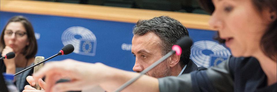 "Das EU-Parlament diskutiert ""Politiker im Kommunikationssturm"""