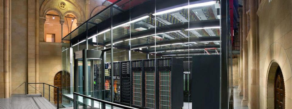 """MareNostrum (""""unser Meer""""), Spaniens nationales HPC-System, beim Barcelona Supercomputing Center."""