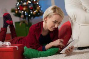 Gerade in der Endphase des Jahres starten Händler und Marken ihre großen Weihnachtskampagnen. Hierbei müssen sie besonders auf die Markenrechtsklärung achten.
