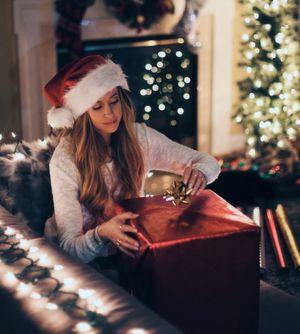 Besonders große Geschenke gibt es in diesem Jahr für die Beschäftigten im Großhandel. Denn Laut einem aktuellen Report erhalten fast 80 Prozent von ihnen Weihnachtsgeld.