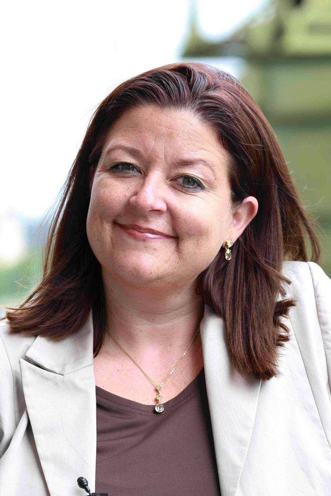 Sandra Schubert ist eine erfahrene Expertin für Verkauf und Positive Psychologie.
