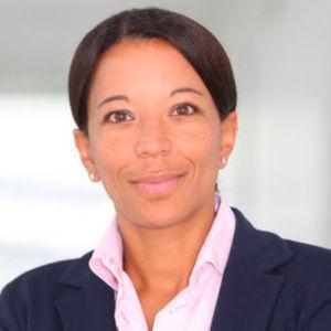 """Siemens-Personalchefin Janina Kugel fordert, dass deutsche Unternehmen das Thema Digitalisierung mit mehr Mut angehen sollen – auch, damit Jobs erhalten bleiben. """"Wenn Deutschland die Chancen der Digitalisierung nicht nutzt, wird sie von anderen ergriffen."""""""