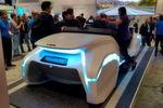 Bosch hat sich mit Nvidia zusammengetan – und auf dem Stand der Stuttgarter stand außerdem eine von Edag gebaute Konzeptstudie, die das Auto als Assistenten interpretiert. Es kann zum Beispiel mit dem Haus des Besitzers kommunizieren und dort den Inhalt des Kühlschranks abprüfen, damit der Fahrer noch schnell einkaufen kann.