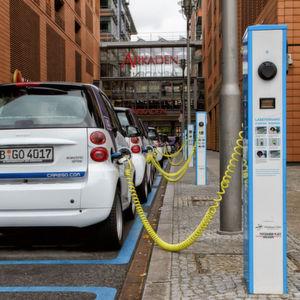 Urteil: E-Autos dürfen Ladestationen nicht ungenutzt zuparken