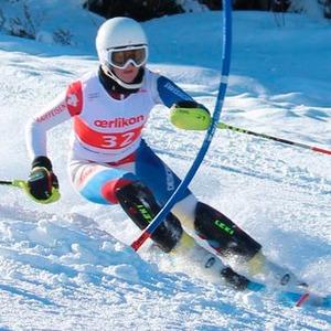 Skirennfahrerin misst g-Kräfte mit Datenloggern