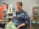 Erfinder Dr. Benno Weis bringt technisch anspruchsvolle Motoren mit elektronischen Steuerungen zum Laufen.