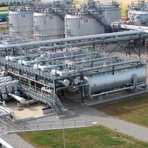 To the Last Drop: Clean Oil Production with High Pressure