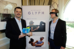 (l.) Carsten Berger und Eric Trabold, Avegant, stellen die Brille 'Glyph' vor. Nicht nur Oprah ist davon überzeugt, sogar die CES vergab den Innovation Preis für 'Wearable Technologies'.
