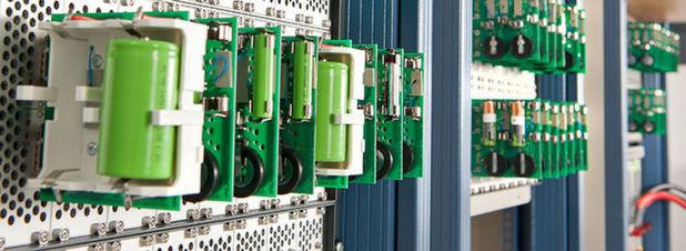 Akkus unter der Lupe: Auch haushaltsübliche Akkus und Batterien werden bei TÜV SÜD hinsichtlich ihrer Sicherheit und der angegebenen Leistungskriterien geprüft.