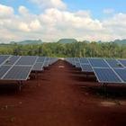 Überhaupt nicht wasserscheu: Der Sportwagen unter den Solarleitungen