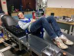 """Fast so schnell wie der Schall soll er sein, der Superschnellzug der Zukunft, auch Hyperloop genannt. In der von der Firma SpaceX ausgelobten """"Hyperloop Pod Competition"""" stellten Teams aus der ganzen Welt ihre Konzepte für den sogenannten Pod vor, die Kabinenkapsel, in der Passagiere durch die Röhre transportiert werden sollen. Die WARR-Studierendengruppe der TUM ist eines der 30 Teams, die ihren Prototyp bauen durften. Im Bild: Thomas Ruck, Student Luft- und Raumfahrt, WARR Hyperloop Team."""