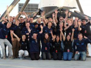 Das siegreiche WARR-Hyperloop-Team.