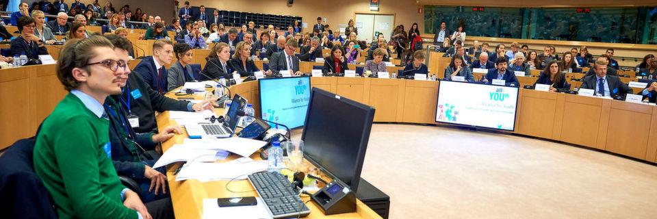 """Das """"Alliance4YOUth""""-Event im Europäischen Parlament in Brüssel brachte im Novemer 2016 Vertreter von Europaparlament, Jugendorganisationen, Bildungssektor und Unternehmen zusammen."""
