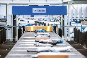 Mittelpunkt des Vitronic-Messeauftritts: die neue Zeilenkamera Vicam 3S, Herzstück des DWS-Systems.