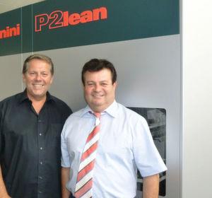 Harald Steiner (r.), Geschäftsführer der BVS Blechtechnik und Hans Schmid, Salvagnini-Vertreter, freuen sich über die gute Zusammenarbeit.