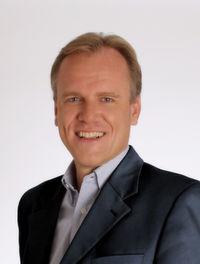 Philipp von der Brüggen ist Spezialist für B2B Kommunikation. Besonders viel Erfahrung konnte er bei der Kommunikation für und mit komplexen Vertriebsstrukturen sammeln.