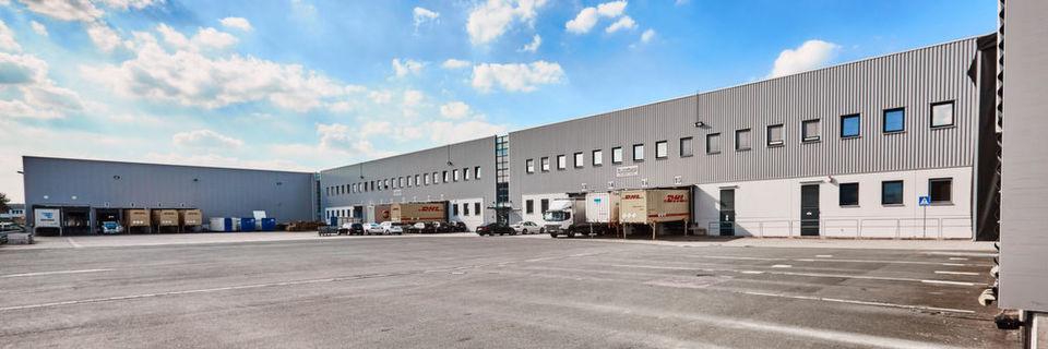 Arvato-Distributionszentrum Dortmund: Im Warenausgang können dank RFID-Tags fertig gepackte Sortimente für die Lieferung schnell erfasst werden.