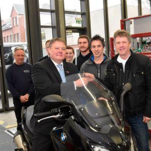 HWK Flensburg: BMW spendet Maxi-Scooter für die Ausbildung