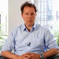 Christian Solmecke, Partner bei der Anwaltsagentur Wilde, Beuger und Solmecke, ist spezialisiert auf rechtliche Fragestellungen des Datenschutzes, des Schutzes der Privatsphäre und des Eigentums, die nicht zuletzt von Drohnen aufgeworfen werden.