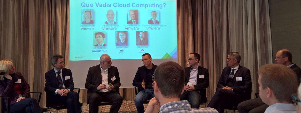 Angeregt diskutierten gestern mit Pressevetrteren über die zukünftige Rolle der Cloud (v.l.n.r.) Annette Maier (VMware), Udo Sebald (Amadeus), Martin Rausche (VMware), Stefan Maier (OVH), Jens Zeyer (OVH), Dominic Schmidt-Reiche (VMware) und Martin Rausche (VMware).