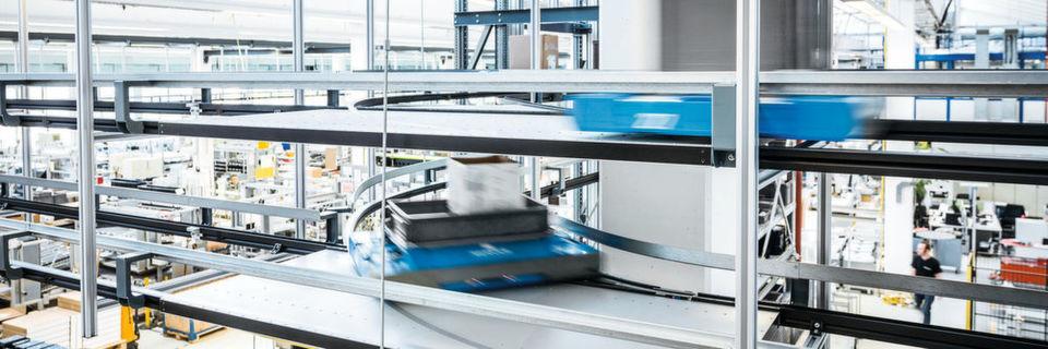 Die autonomen Transportroboter von Servus bringen die Ware just in time an jeden gewünschten Ort im Unternehmen.