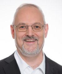 """""""Die neueste Technologie oder Anwendung kann nur dann zur digitalen Transformation eines Unternehmens beitragen, wenn sie auf Basis einer Cross-Cloud-Infrastruktur über verschiedene Clouds hinweg eingesetzt werden kann, sofort verfügbar ist, unkompliziert implementiert und in einer sicheren Umgebung betrieben werden kann"""", erläutert Matthias Schorer, Lead Business Development Manager Europa bei VMware."""