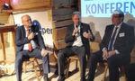 Herbert Kindermann (Geschäftsführer Allgeier IT Solutions), Reiner Kasperbauer (Geschäftsführer, MDK Bayern) und Prof. Dr. med. Siegfried Jedamzik (Facharzt für Allgemeinmedizin) (v. l.) diskutieren, wie der Wissenstransfer aus anderen Branchen gelingen kann