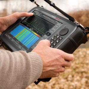 """Der """"SignalShark"""" bietet eine Bandbreite von 40 MHz und deckt einen Frequenzbereich von 9 kHz bis 8 GHz ab."""