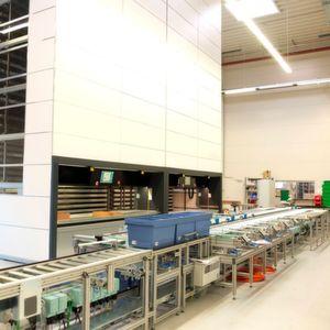Automatisiertes Lagerlogistiksystem für schnelle Kommissionierung