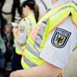 Bundespolizisten bei einer Kontrolle