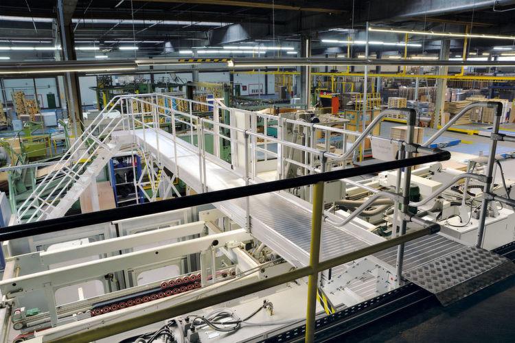 Laufsteganlagen der Günzburger Steigtechnik halten die Wege kurz und erhöhen die Arbeitssicherheit.