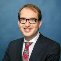 Bundesminister Alexander Dobrindt hat einen Entwurf für die Neuregelung für Drohnenflüge vorgelegt.
