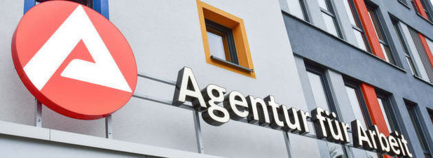 """Ein Gebäude der Bundesagentur für Arbeit in Frankfurt an der Oder. Mit dem eingestellten Projekt """"Robaso"""" hätten alle Mitarbeiter der Agentur unter ein und derselben Overfläche Zugriff auf unterschiedliche Fachanwendungen erhalten sollen."""