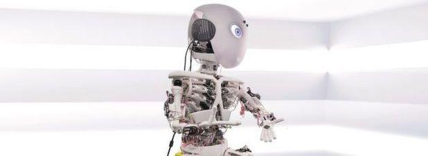 Der erste Prototyp, Roboy Junior, hat Muskeln und Sehnen anstelle von Motoren in den Gelenken. Bei seiner Entwicklung kam in hohem Maße die Additive Fertigung zum Einsatz.