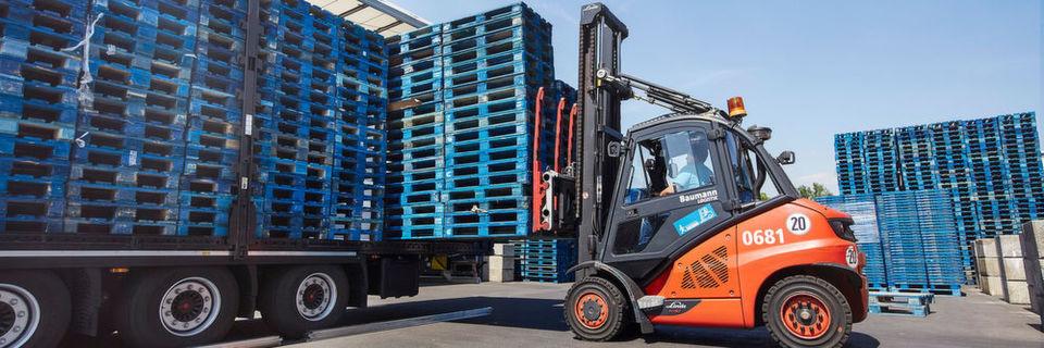 """Fast 500 Service-Center in über 60 Ländern inspizieren regelmäßig die """"Blauen"""" von Chep."""