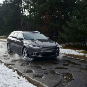 In Zukunft könnten Ford-Fahrer vor schlechten Straßen mit vielen Schlaglöchern gewarnt werden.