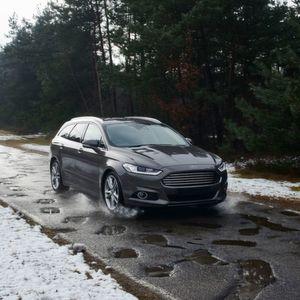 Ford will künftig Informationen über Schlaglöcher zu erfassen und sie vernetzt anderen Verkehrsteilnehmern zur Verfügung zu stellen.