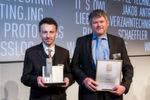 """Der Gewinner in der Kategorie """"Antriebstechnik"""": Kabel.Consult.Ing – Antriebssystem Energy Light. Siegfried Teichner (rechts) und Juan Carlos González Villar nehmen den Preis entgegen."""