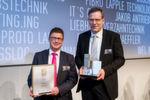 """Der Gewinner in der Kategorie """"Automatisierung"""": Rittal GmbH & Co. KG – Kühlgerätegeneration Blue e+. Den Award nehmen Martin Kandziora (links) und Frank Himmelhuber entgegen."""